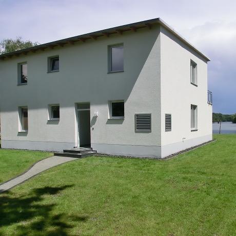 """Referenz: Berlin-Schmöckwitz """"Seeresidenz""""<br />2012-Neubau Einfamilienhaus<br />Areal ca. 3000m² • Wohnfläche ca. 235m²"""